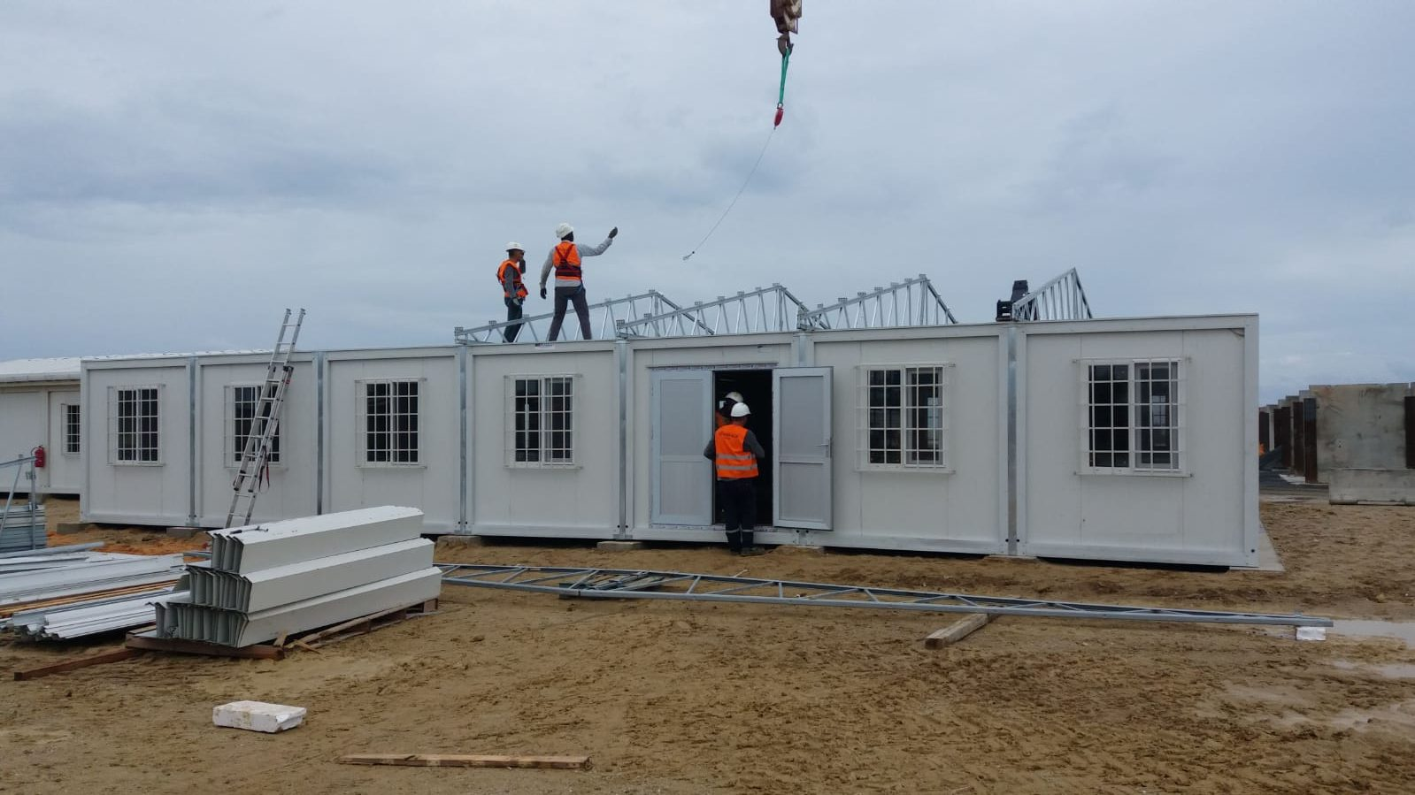 Delivery and installation of prefabricated buildings in Senegal